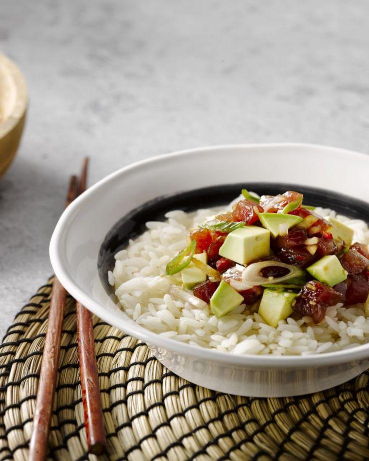 Poke is de heerlijke Hawaiiaanse versie van sushi met verse, rauwe vis. Heel eenvoudig, snel en overheerlijk bowlfood!