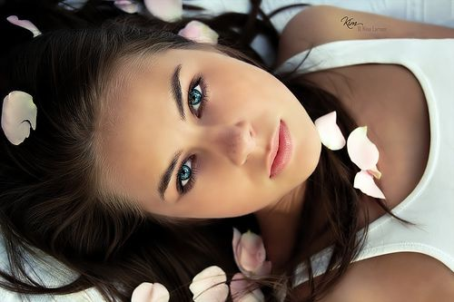 blue eyes black hair= love