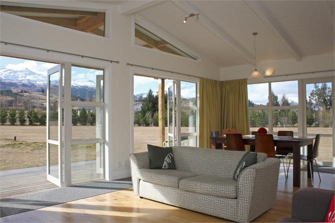 Crystal Cottage - Beautiful Setting!