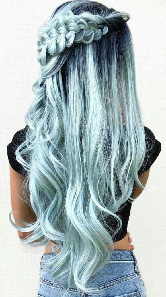 Ich mag diese minzige blaugrüne Farbe sehr. Ich bin mir nicht sicher, wie ich damit aussehen würde – Frisuren