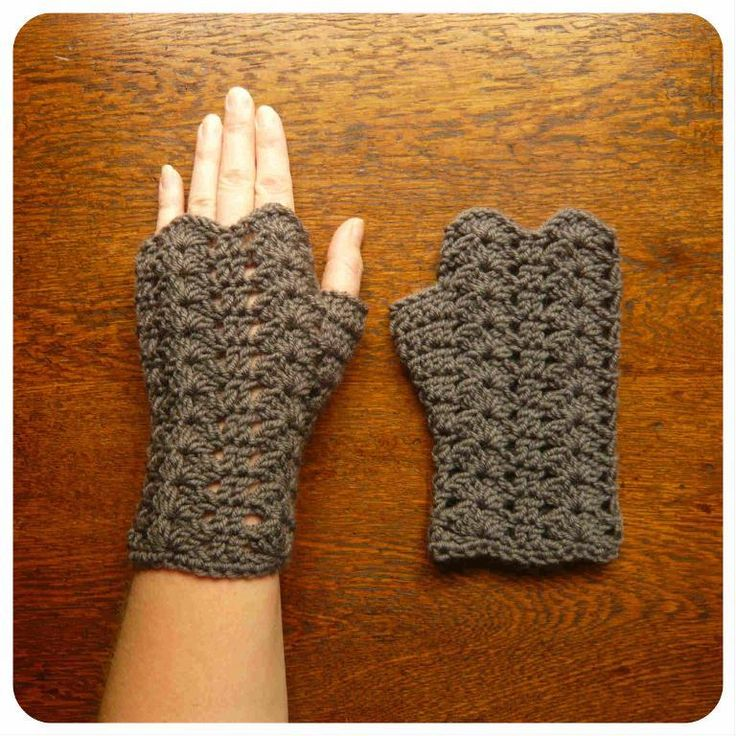 No free pattern but good inspiration.  Glorieux Mitts DK pattern on Craftsy.com