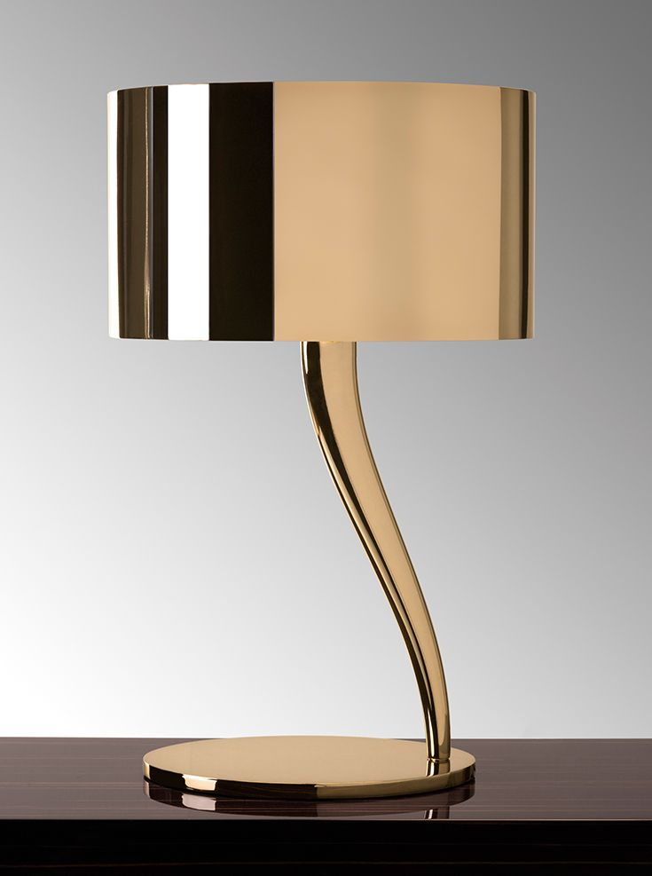 Smooth lines, elegant curves and metallic shine make the Cassiopea table lamp of…
