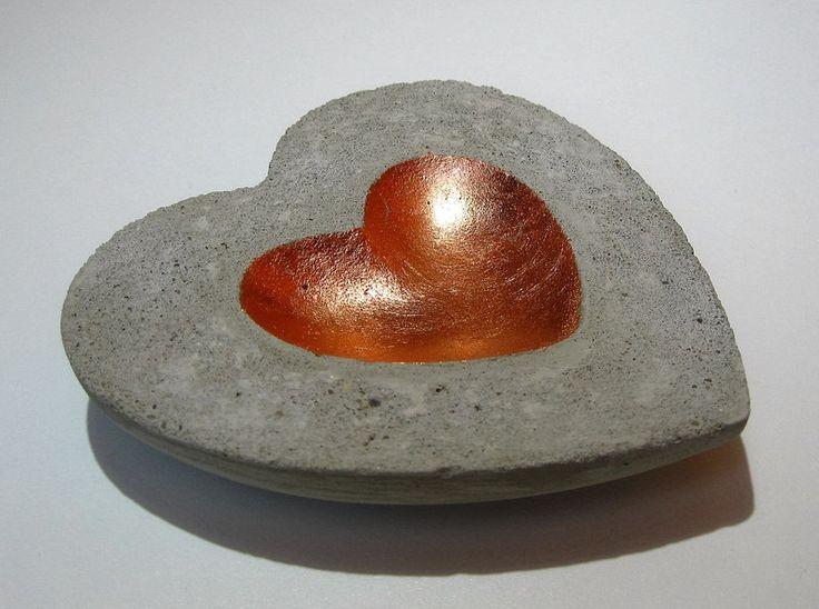 Deko-Objekte - Betonschale Herzform kupfer flach - ein Designerstück von CharLen-Dorit bei DaWanda