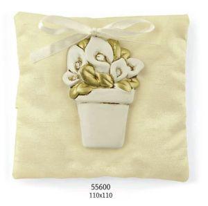 Elegante sacchettino a forma di cuore in raso e pizzo... oggetto veramente carino per confezionare una bomboniera..
