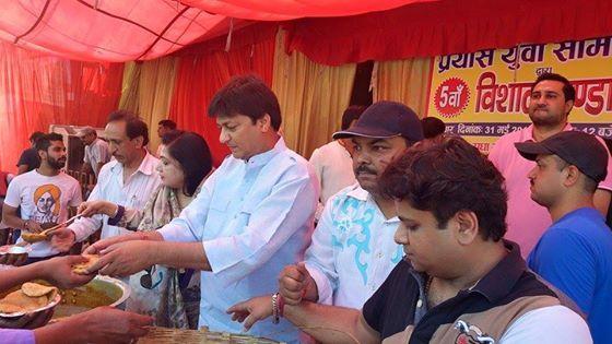 प्रयास युवा समिति द्वारा आज 5वे विशाल भंडारे का राधा गोविन्द मंदिर रूप नगर में आयोजन किया गया https://www.facebook.com/AshokGoelBJP/posts/960510600636805