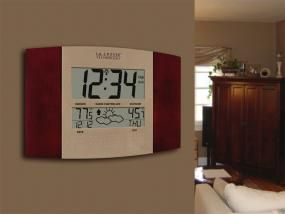 cool La Crosse Technology WS-8157U-CH-IT Atomic Clock with Outdoor Temperature and Weather Forecast