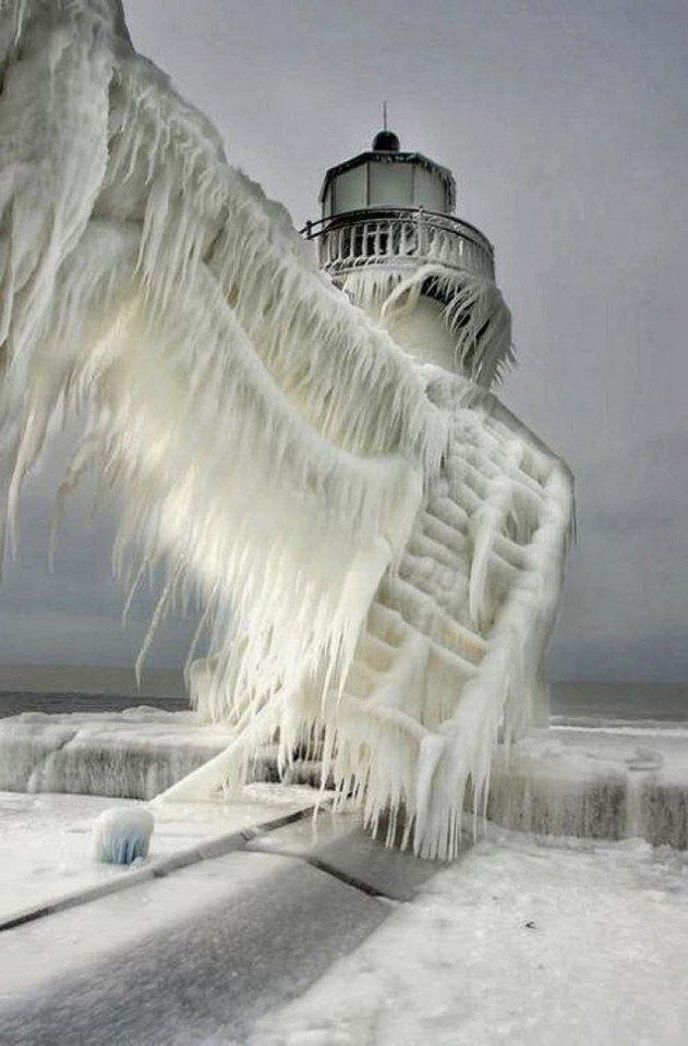 Заледеневшие маяки на побережье озера Мичиган | Лучшие моменты со всей планеты