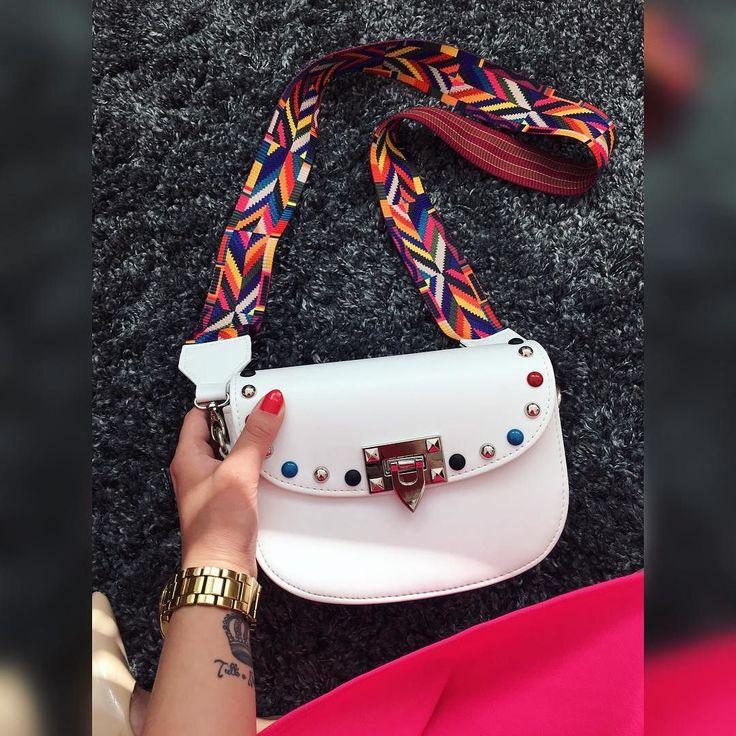 Kabeliek nie je nikdy dosť POSLEDNÝ KS z tejto letnej krásky Crossbody kabela s nadstaviteľným ramienkom  Kvalitný materiál  Top dizajn  3390  IHNEĎ K ODBERU#newcollection#crossbodybag#summerbags#moda#fashion#fashionblogger#tvojstyl