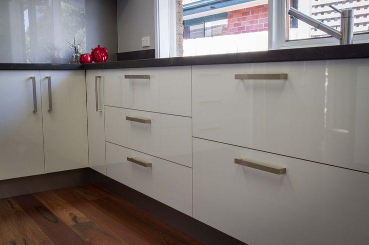 Gloss cabinets. Modern kitchen. www.thekitchendesigncentre.com.au
