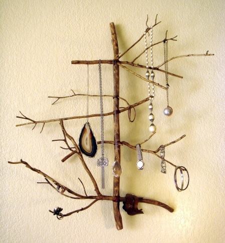 DIY twid jewelry holder. I am SO making one of these. Tutorial to be found at Gadora Wilder's blog.