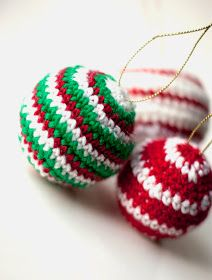Sofia Sobeide: Crocheted Christmas Ornaments Baubles - Free pattern