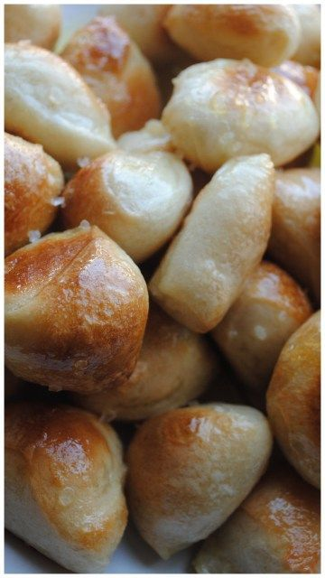 easy homemade pretzel bites made with Rhodes rolls! {yummy! bake at 400* or 450* instead, though, to make them brown}