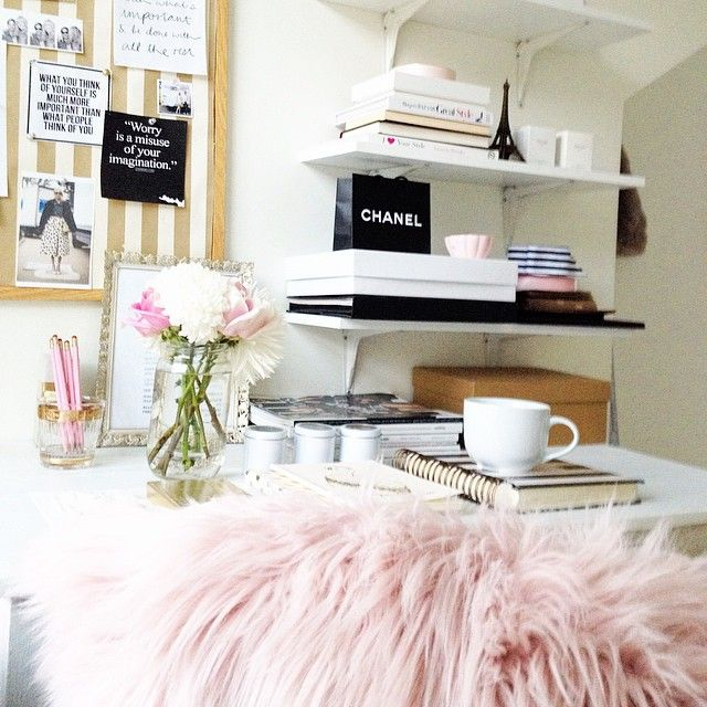 39 best images about picturesque desks on pinterest pink for Bieke vanhoutte interieur