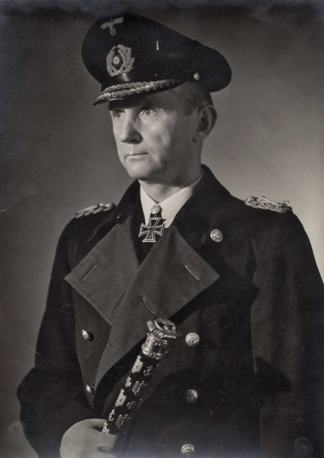 ■ Grossadmiral Karl Dönitz --- photo: http://www.wehrmacht-awards.com/forums/showthread.php?t=673762&highlight=generalfeldmarschall&page=3