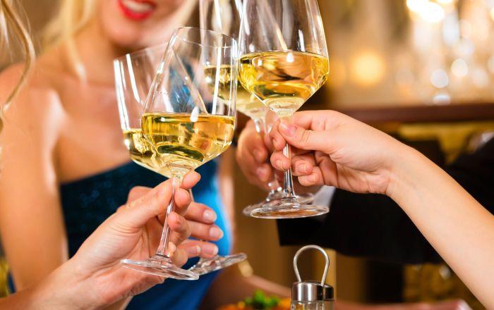 Skål! Ett glas om dagen är bra för hälsan.