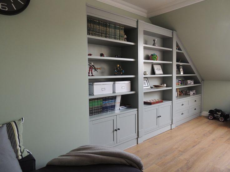 gray bookshelf / Benjamin Moore Boothbay Gray