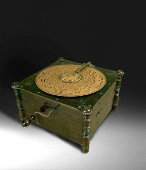 Ariston mechanical organ invented by Paul Ehrlich (1849-1925) perforated cardboard disk,pneumatic action.Fundación Joaquín Díaz de Urueña.