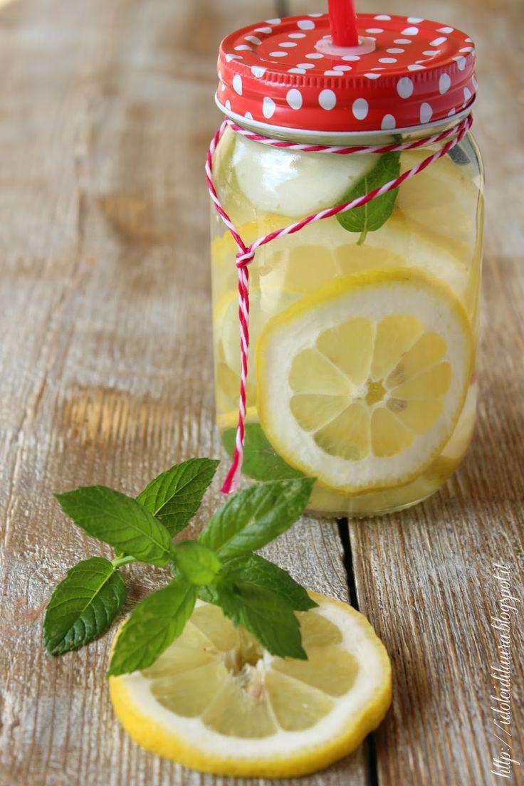 i dolci di laura: acqua aromatizzata al limone, cetriolo e menta (acqua detox)