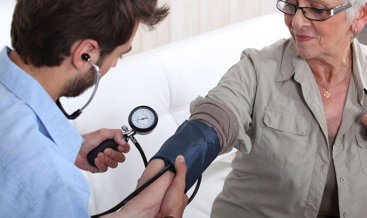 O SOS Παθολόγος θα σας επισκεφθεί αμέσως μόλις μας καλέσετε με ειδικά εξοπλισμένο αυτοκίνητο, για να σας εξετάσει και να διαγνώσει την ασθένεια. Θα σας υποδείξει την κατάλληλη φαρμακευτική αγωγή και θεραπεία, θα σας προτείνει τις απαιτούμενες εξετάσεις που μπορούν να γίνουν επίσης στο σπίτι από ειδικευμένο νοσηλευτικό προσωπικό και θα είναι διαθέσιμος για συμβουλή ή για να σας επισκεφθεί ξανά μέχρι την ανάρρωσή σας. Καλέστε 1016 και κλείστε ραντεβού.