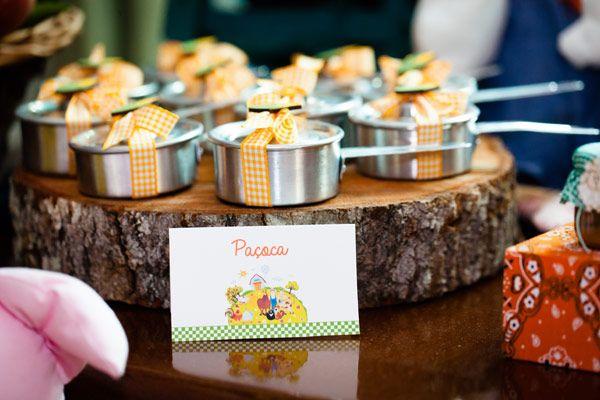 Bem-vindos à fazendinha do Patrick! Tem paçoquinha, doce leite, brigadeiro e muitas outras gostosuras feitas pela Sweet Carolina! Vaquinhas, patinhos, gali