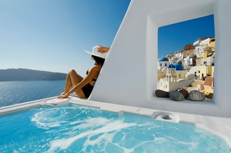 Hot-tub, endless view, bright sun...what more could you ask for?