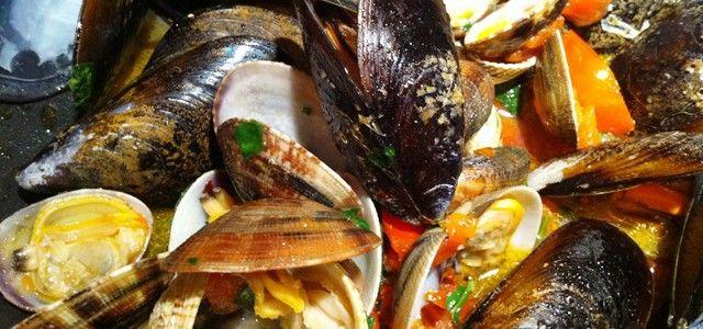 Le Ricette di HiPuglia! Zuppa di frutti di mare. http://www.hipuglia.it/zuppa-di-frutti-di-mare/