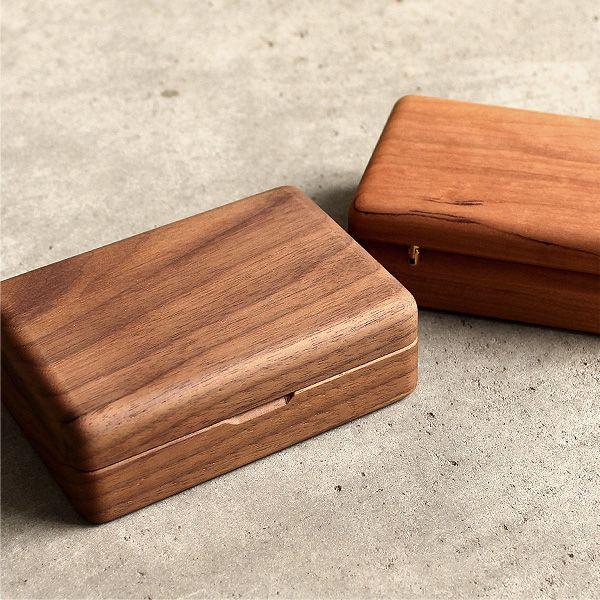 アクセサリーを美しく収納できる格調高い木製ケース・ジュエリー