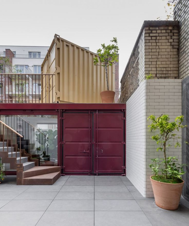 Simon Astridge stacks shipping containers to create backyard London office