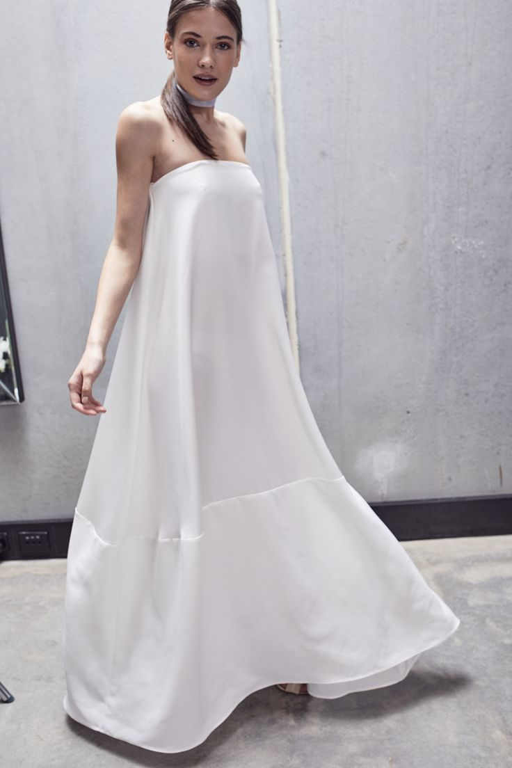 https://juliasoftleybridal.com/collections/bride/products/the-dylan-dress-gown