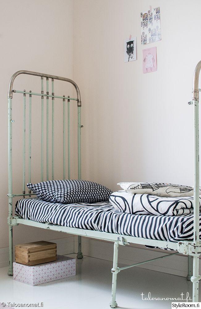 """Rautasänky pastellisävyissä jäsenen """"Jenni_Talosanomat"""" lastenhuoneessa. #styleroom #pastellit #lastenhuone #sänky #inspiroivakoti"""