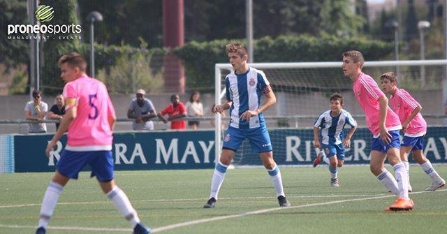 Sergio Rivares Delantero Del División De Honor Del Rcd Espanyol Ya Va A Gol Por Partido 1 7 Jornadas 1 7 Goles Pr Soccer Field Soccer Sports