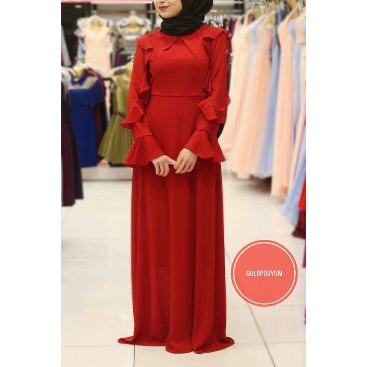 Fiyat bilgisi için DM'den ulaşabilirsiniz. #goldpodyum #podyum #esenler #fashion #dress #weddingdress #weddingday #özelgün #hijab #hijabfashion #kına #söz #nişan #düğün #weddigphotography #instaphoto #abiye #yenisezon #elbise #etek #bluz #plise #pardesü #hijab #hijabfashion #newseason #moda #instamoda http://gelinshop.com/ipost/1523252476986618358/?code=BUjrg6qBXH2
