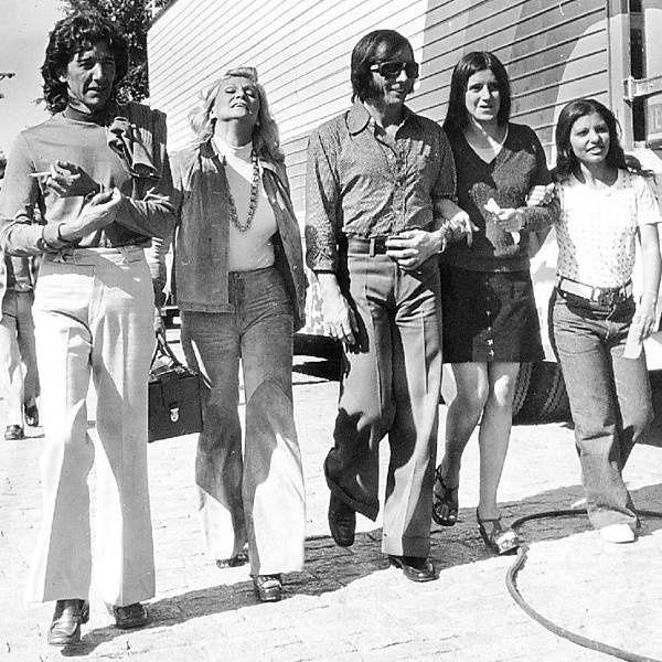 Wilton Franco, Hebe Camargo e Emerson Fittipaldi passeiam no Sumaré em São Paulo nos anos 70.