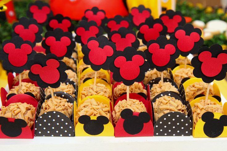 Dolce Favola: Festa do Mickey! Forminhas de doce com a carinha do Mickey para aniversário infantil.