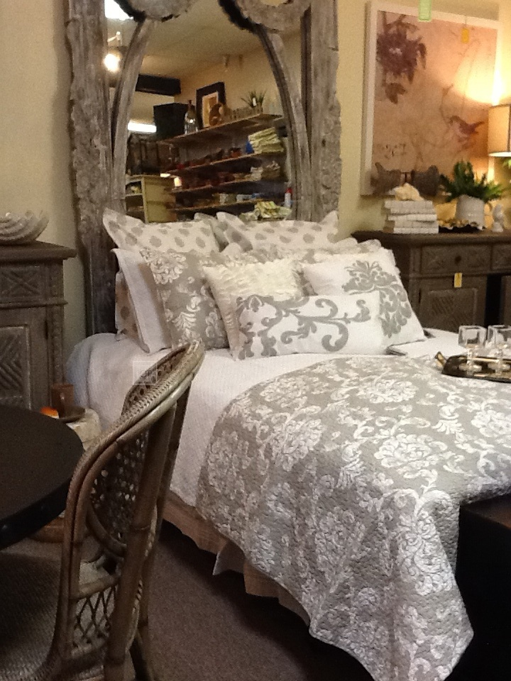 1000 images about spanish galleon style master bedroom for Opulent bedrooms