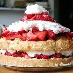 Aardbeien slagroomtaart @ http://allrecipes.nl