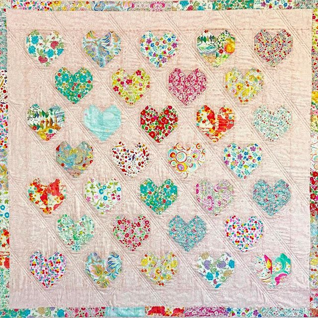 ❤️My very special Love Liberty Quilt ❤Phew, just in the nick of time for Valentines Day!!! This was so much fun to work on - a little step outside of my comfort zone - but definitely one of my favourite quilts so far. The photos don't do it justice!The free tutorial is over on my blog today, and fabric kits to make your own are also available for purchase!❤️All the details are on our blog, head to my website to find it!!!....