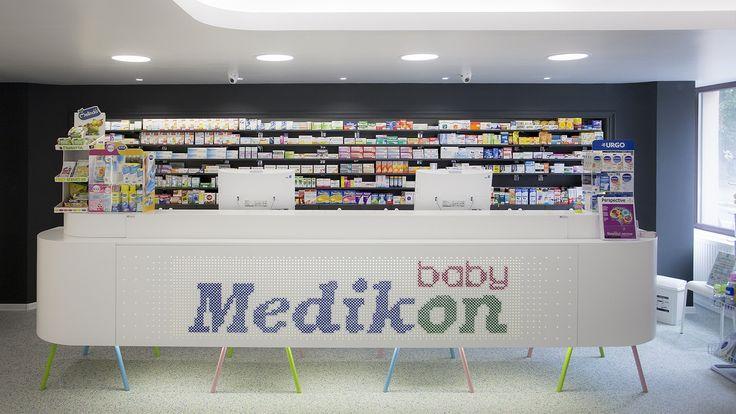 Mobilier farmacie. Mai multe detalii pe http://mobiera.ro/mobilier-comercial-birouri/