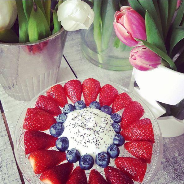 Früchte mal etwas schöner angerichtet. Stawberries, Blueberries, Healty Dessert, Jogurth