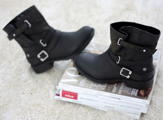 Motorbike ankle boots via Spartoo