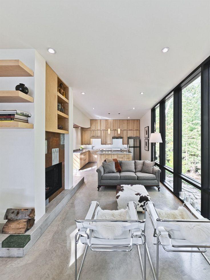 Kuchyně z masivního dřeva využívá prostor do posledního milimetru.