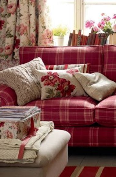 Plaid florals cozy seating homestead rose pinterest - Plaid para sofa ...
