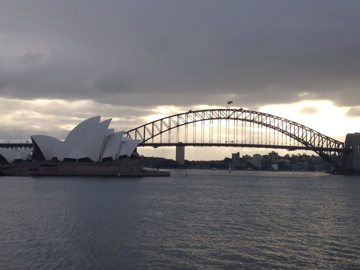 two of Australia's most famous landmarks in one pic