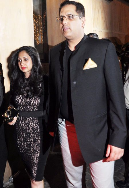 Rinke Khanna turned up for the do with husband Sameer Saran.jpg
