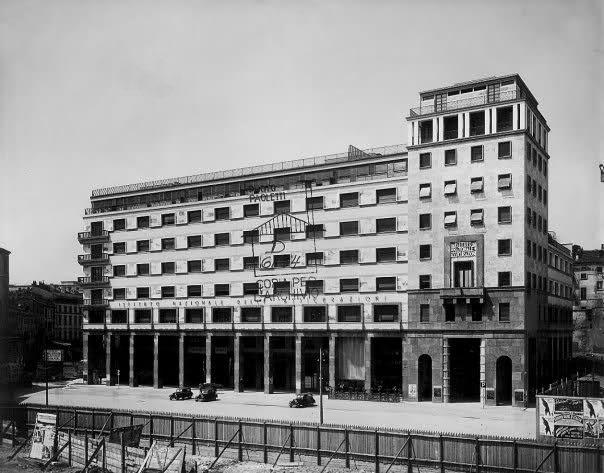 Milano piazza diaz palazzo istituto nazionale delle for Istituto grafico pubblicitario milano