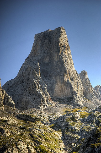 Urriellu en los Picos de Europa. Si vienes a #Cantabria no puedes perdértelos #Spain