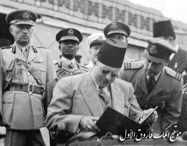 الملك فاروق الأول فى إحدى الإجتماعات العسكريه من تصوير المصور الصحفي الراحل فتحي حسين أول رئيس لاتحاد مصوري الصحف في افري Turkish Fashion Egypt History