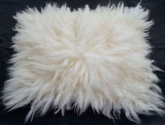 Flokati Medium Rug Fur Felt Fluffy Wool Layer Hand by FeltFur #rug #felt #feltfur #fur #felting #photoprops