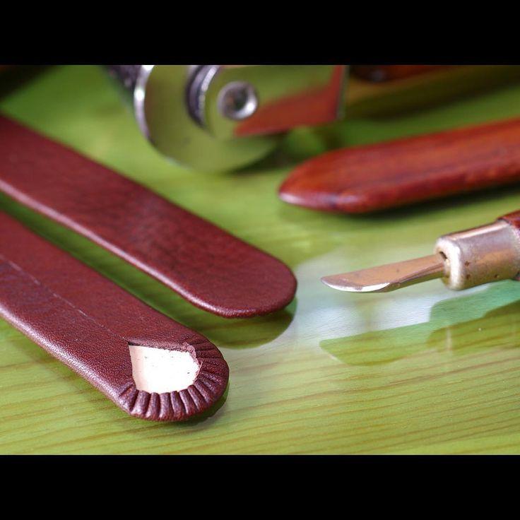 . 寄せ寄せ。✨ . #取っ手 #バッグ #レザー #レザークラフト #革 #革小物 #ハンドメイド  #strap #leather #leathercraft #handmade #leatherwork #leathergoods  #fashion #bag #bespoke #machinesewing #sewingmachine #tapfer_leather