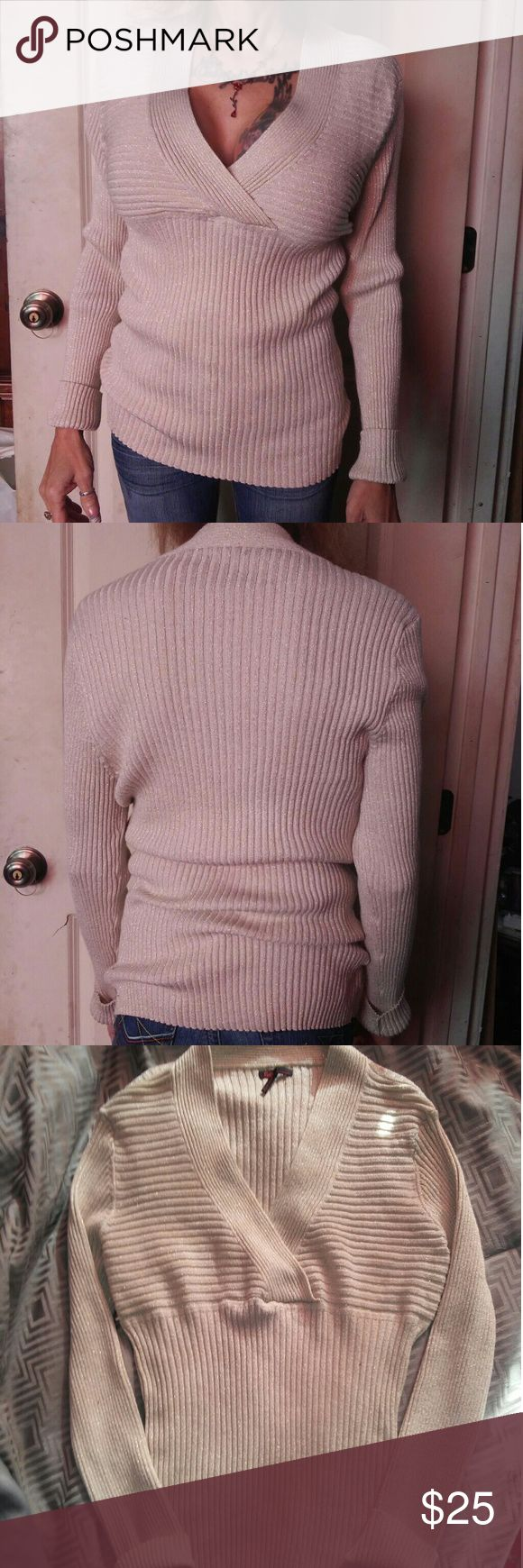 V-neck cream with gold sparkle sweater Rarely worn mid-weight cream with gold sparkle v-neck sweater is in great condition and very comfortable. Very versatile as it can be paired with jeans, slacks, skirt or suit. Runs a little small. Sofia Vergara Sweaters V-Necks